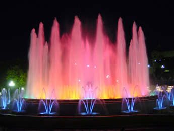 Lo spettacolo della Fontana Magica del Montjuic si svolge solo nel weekend.